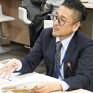 "<p class=""name"">Taro Imai  Head Teacher</p><br />"